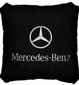 Подушка Mersedes черная