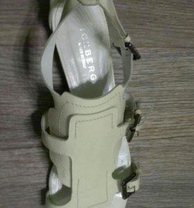 Женские сандалии.Iceberg