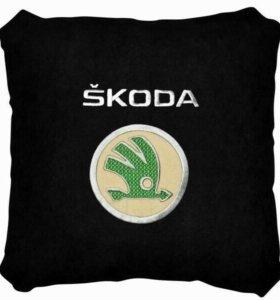 Подушка Skoda черная