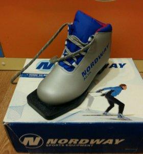 Детские новые лыжные ботинки