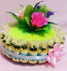 Подарочные тортики из конфет.