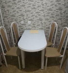 Кухонный стол+стулья.