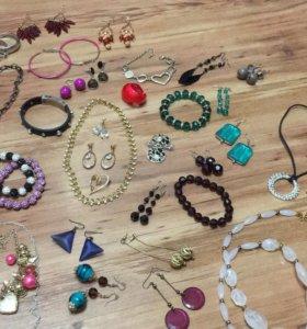 Бижутерия: серьги, браслеты, кулоны