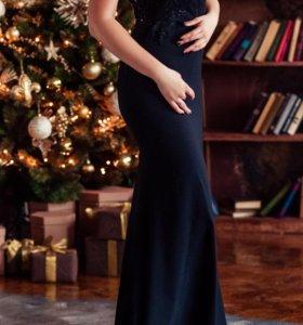 Шикарное платье со шлейфом