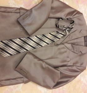 Костюм двойка, идет в комплекте с галстуком ;)