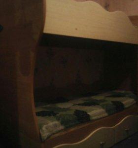 Кровать двух ярусная с матрасами