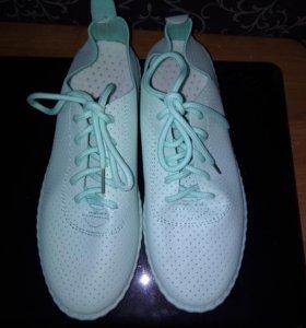 Продам кроссовки 37 размера не подошли по размеру