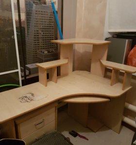 Стол письменный. С тумбой под столом. Срочно