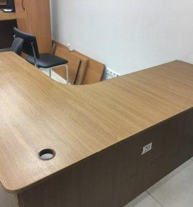 Много офисной недорогой мебели