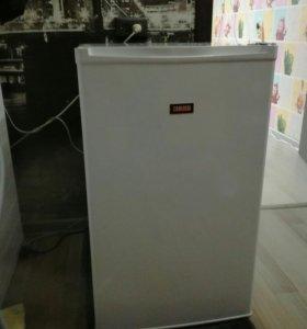 Холодильник фирмы zanussi
