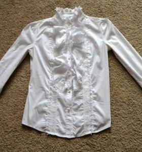 Белая блузка жабо