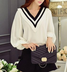 Блуза с V-образным вырезом и рукавом-буфом