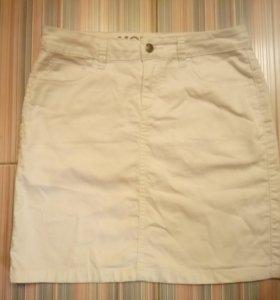 Джинсовая юбка белого цвета
