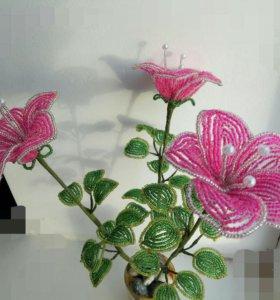 Нежный цветок из бисера