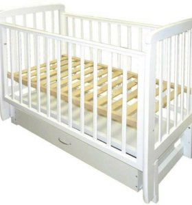 Кроватка и детский комод