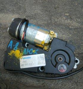 Мотор привода люка на Ауди А8, А6, 100с4.