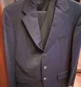 Итальянский костюм и три галстука к нему