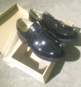 Туфли из кожи лаковой черного цвета