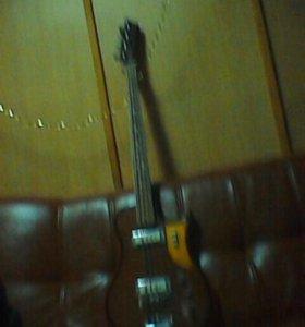 Гитара басовая