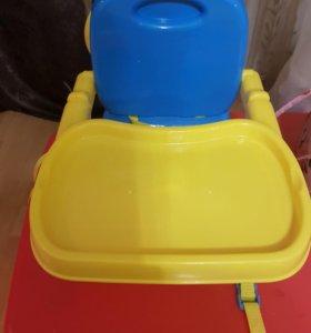 стульчик для кормления с игрушкой