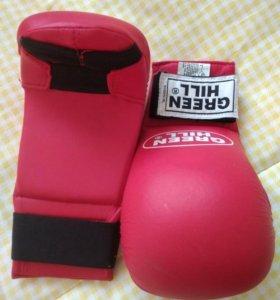 Перчатки для карате.