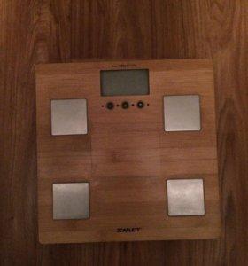 Весы напольные электронные Scarlett