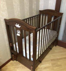 Кроватка детская и комод-пеленальный столик