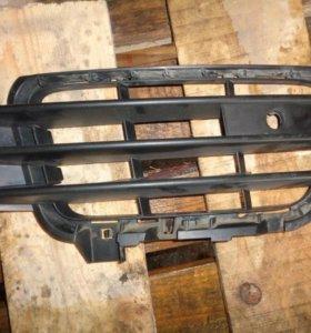 Touareg 10-14 решетка в бампер правая 7P6853666A