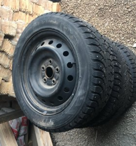 Зимние шипованные колеса в сборе 205/55/R16