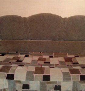 Мягкая мебель(диван и кресла)