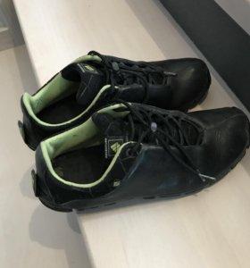 Кроссовки фирменные кожаные