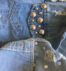 Новая жилетка с заклепками джинсовая