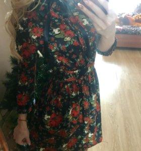 Атласное элегантное платье с цветами