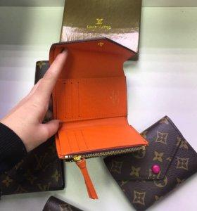 Мини кошелек Louis Vuitton.