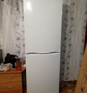 Холодильник 1. 80 высота.