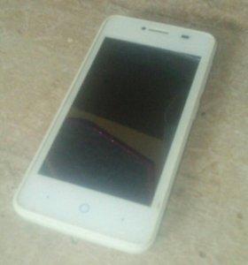 Телефон ZTE белый.
