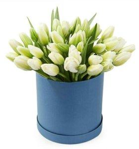 Подарочная коробка с тюльпанами