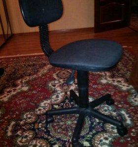 Стол компьютерный и стул