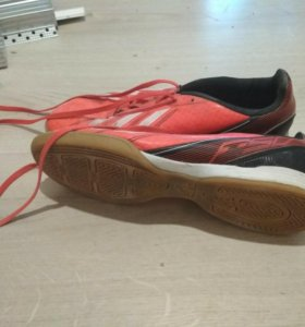 Футзальные кроссовки для футбола