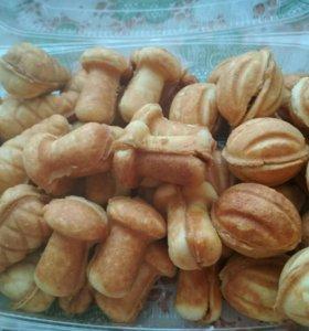 Вкусняшки к празднику орешки, грибочки и шишечки