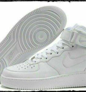 Nike Air Force 1 Mid 07 с мехом