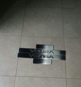 Kia Venga накладки на пороги нерж