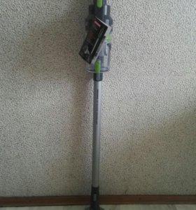 Вертикальный беспроводной пылесос REDMOND RV-UR355