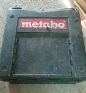 Зарядное устройство 2 аккумулятора и кейс metabo