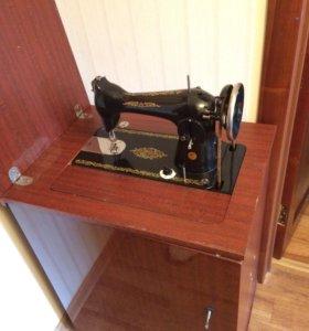 Ножная швейная машинка.
