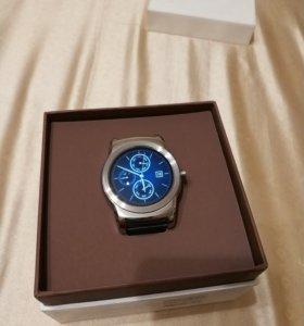 Смарт часы LG Urban