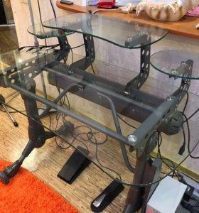 Стол компьютерный, стеклянный. Очень удобный.