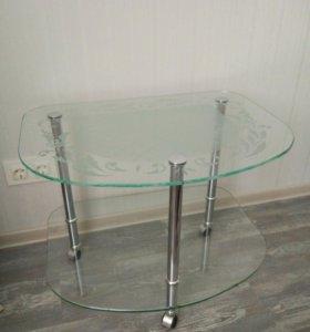 Стол стеклянный журнальный колеса