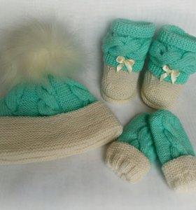Комплект на малыша(шапочка,варежки,носочки).