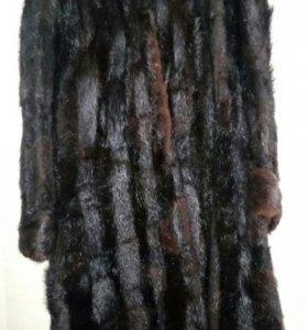 Шуба из натурального меха с капюшоном